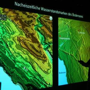Elena Beckenbach spricht über fossile Uferspülsäume des Bodensees, die Rückschlüsse auf einstens höhere Wasserstände erlauben.